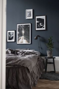 ✔ 79 best gray bedroom ideas to ward off boredom 51 # ward # best . ✔ 79 best gray bedroom ideas to ward off boredom 51 # ward off ideas ✔ 79 beste graue Schlafzimmerideen zur Abwehr von Langeweile 51 … 1 Source by Dark Grey Bedding, Gray Bedroom, Trendy Bedroom, Bedroom Inspo, Bedroom Colors, Modern Bedroom, Blue Bedrooms, Dark Bedroom Walls, Bedroom Art