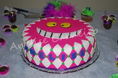 Cheshire Cat cake this is how I want my cake but the one from Tim Burton Cheshire Cat Cake, Cupcake Cakes, Cupcakes, Cake Art, Let Them Eat Cake, Cat Lovers, Birthdays, Mad Hatters, Tim Burton