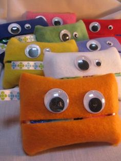 Monster Tissue Holder. Great idea for Girls Scouts Holiday Bazaar.