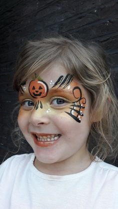 Child's pumpkin-themed costume makeup for Halloween. Halloween Face Paint Designs, Face Painting Halloween Kids, Halloween Makeup Witch, Theme Halloween, Face Painting Designs, Halloween Make Up, Witch Face Paint, Scary Face Paint, Pumpkin Face Paint