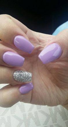 "Purple lilac and sparkles on the ring finger ♡ Lilas mauve et scintille sur l'annulaire ♡ # ""acrylique"". Light Purple Nails, Purple Glitter Nails, Purple Acrylic Nails, Purple Sparkle, Purple Wedding Nails, Purple And Silver Nails, Red Sparkly Nails, Purple Nail Designs, Acrylic Nail Designs"