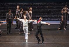 Zorba, el griego. Ballet de Santiago. John: Simón Hidalgo y Zorba: José Manuel Ghiso. Foto: Patricio Melo