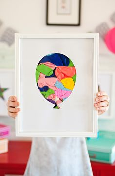 Diy Shadow Box Art with balloons! Lego Display, Diy Shadow Box, Diy Art Projects, Home And Deco, Diy Crafts For Kids, Craft Ideas, Decoration, Balloons, Crafty