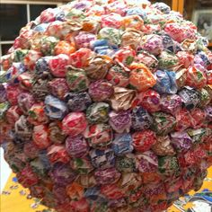 Close up.... Center piece of over 500 Dum Dum lollys!!  Not only fabulous to look at, but it can be eaten too!!