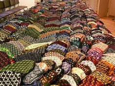 What will 9,000 hands have in common during the NATO Summit in Riga this November? 4,500 pairs of traditional hand-made Latvians mittens!