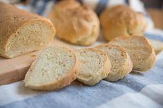 Du ernährst dich Low Carb und suchst nach einem einfachen Rezept für ein leckeres Low Carb Brot? Hier findest du ein tolles Rezept für ein Kokosnusssbrot, das super in deinen kohlenhydratarmen Ernährungsplan passt.