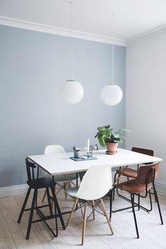 Når man bor fire mennesker på 80 kvm, skal der gode indretningsidéer til Dining Room Blue, Dining Room Walls, Living Room Paint, Living Room Grey, Dining Room Design, Blue Walls Kitchen, Kitchen Wall Colors, Dining Table, Blue Wall Colors