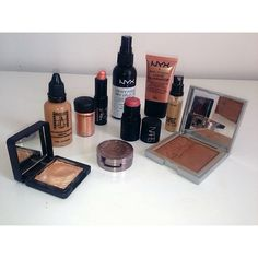 For everyone that asked me yesterday like I promised here's what i use for glowing makeup   Makeup Atelier Paris HD airbrush foundation (air60), Makeup atelier Lipstick (peach) Mac Pro concealer, Kikocosmetics rock attraction Bronzer (loud tan) and Water eyeshadow (light gold) as highlighter, Nars multiple (orgasm), NYX dewy setting spray, NYX illuminator, Mac Melon pigment, Urban decay eyeshadow half baked. I hope that helps babies  #Padgram