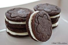 SÜTIK BIRODALMA: Oreo keksz Oreo cookie Cookies, Food, Crack Crackers, Biscuits, Essen, Meals, Cookie Recipes, Yemek, Cookie