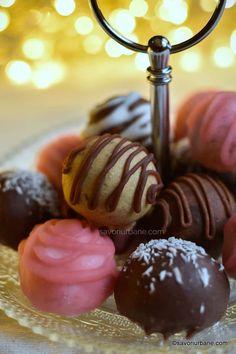 Bomboane fondante de casă cu nucă, cafea, cacao sau cocos | Savori Urbane Romanian Desserts, Yummy Food, Tasty, Healthy Juices, Caramel Apples, Macarons, Fondant, Sweet Treats, Goodies