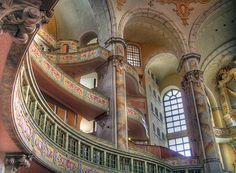 L'architecture intérieur de la Frauenkirche de Dresde.