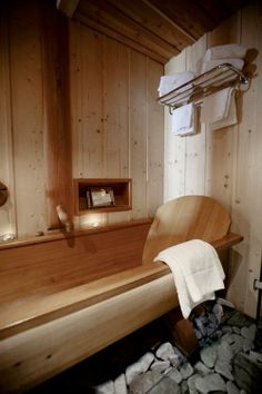 THIS bathtub is incredible. Every bathroom should have one of these Wood Tub, Wooden Bathtub, Building A Sauna, Bathroom Spa, Home Decor Furniture, Log Homes, Cozy House, Future House, Home Goods