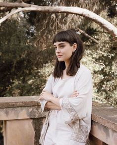 hAiR/cHeVeUx/hAaRe Julia Brenner You might also decide that one person at each table be required to Short Hair With Bangs, Long Hair Cuts, Hairstyles With Bangs, Hairstyle Ideas, Fringe Hairstyle, Updos Hairstyle, Hair Inspo, Hair Inspiration, Medium Hair Styles