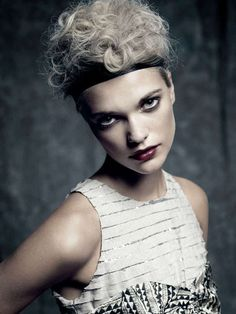 Julie by Tommy Andresen Touchpuppet - Travel back in time and let the Julie by Tommy Andresen Touchpuppet shoot seduce you with its gorgeous and elegant looks that scream fierce y. 1920s Looks, Flapper Style, Mod Fashion, Young Models, Dog Care, Dog Training, Editorial Fashion, Dog Food Recipes, Photoshoot