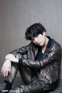 Image discovered by 尼科. Find images and videos about kpop, bts and jungkook on We Heart It - the app to get lost in what you love. Suga Suga, Jimin, Taehyung, Min Yoongi Bts, Min Suga, Bts Bangtan Boy, Namjoon, Daegu, Yoonmin
