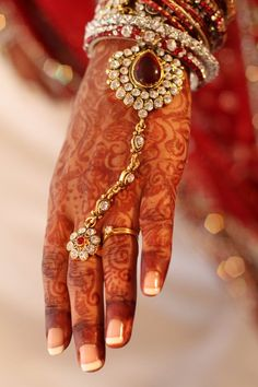 Gorgeous Indian Bridal Jewelry for the hands #indianwedding