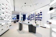 Awesome Nokia flagship store by Sundae Creative & Helsinki store design. Showroom Design, Shop Interior Design, Visual Merchandising, Helsinki, Mobile Shop Design, Electrical Stores, Design Commercial, Modern Office Decor, Phone Store