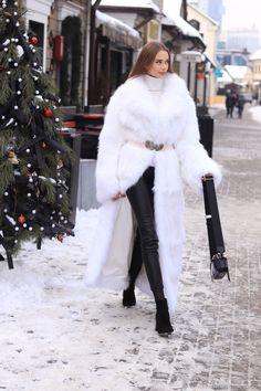 Fur Coat Fashion, White Face Mask, White Fur, Fur Coats, Worship, Cool Pictures, Faux Fur, Winter Fashion, Fox