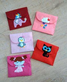 Cute coin bag for little girls Felt Crafts Patterns, Felt Crafts Diy, Felt Diy, Sewing Crafts, Sewing Projects, Craft Projects, Crafts For Kids, Felt Phone Cases, Felt Case