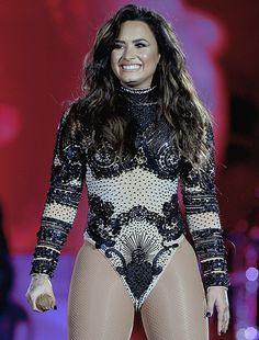 Demi Lovato performing at the Villa Mix Festival, Goiânia Brazil - July 1, 2017.   #my pretty queen #demi lovato #brazil #demi #lovato #smile goals #demi edits #edits
