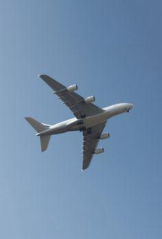 L'A380 dans le ciel bleu Airplane Window, Commercial Aircraft, Air France, Big Bird, Ciel, Airplanes, Most Beautiful Pictures, Windows, Flowers