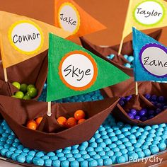 Make personalized mini Mayflowers for your Thanksgiving kids' table with paper napkin origami! We'll show you how - just click the pic!