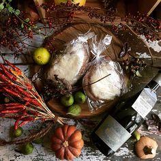 Christmasに向けてのお楽しみとして「九州産石臼挽き地粉と有機ドライフルーツのvéganiqueシュトーレン」の御予約販売を始めました。 福岡県筑後平野中心の九州産小麦を直径1メーターの石臼でゆっくり挽き篩にかけた小麦粉と有機穀物で作った天然酵母で生地を作り、低温自然発酵させた後に沖縄県伊江村産ラム「Ie Rum Santamaria gold」に1週間漬け込んだ有機ドライフルーツとナッツを練り込んで成形し焼き上げた他では味わえない奥深い味わいのシュトーレンです。卵や乳製品など動物性食材を一切使用していないので日持ちは2週間程度になりますが12月の頭に購入されますとChristmasまでの約2週間、少しずつ熟成された味の変化を毎日お楽しみいただけます。ご予約はFBメッセンジャーまたはメール831nokai@gmail.comにて承ります。または、03-6421-1897までお問合せください。 店頭でのお渡しのみとなります。 #latelierdemaisondecampagne #véganique #stollen #シュトーレン #クリスマス #noel #noël…