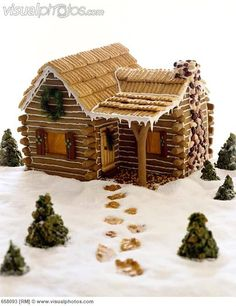 Gingerbread Log Cabin Awww man, I could do awesome this year! Cool Gingerbread Houses, Gingerbread House Designs, Gingerbread House Parties, Gingerbread Village, Christmas Gingerbread House, Gingerbread Cookies, Cabin Christmas, Graham Cracker Gingerbread House, Christmas Goodies