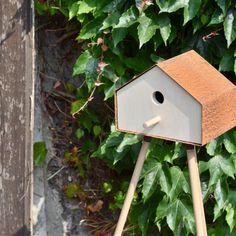 Projekty ogrodowe – karmnik - Strona 4 - Ogrody w różnych stylach - Sztuka Krajobrazu Modern Birdhouses, Birdhouse Designs, Ral Colours, Outdoor Living, Outdoor Decor, Wood And Metal, Bird Houses, Diy For Kids, Industrial Design