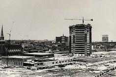 La Maison Radio-Canada en pleine construction le 28 avril 1970. Petit à petit, la tour prend forme.