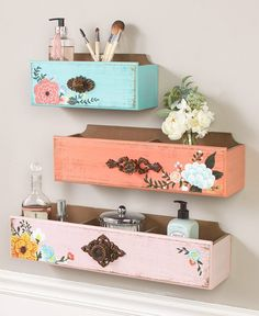 Floral Floating Drawer Wall Shelves Add a vintage vibe to your home decor with this Floral Print Drawer Wall Shelf. Wall Shelf Decor, Diy Wall Decor, Diy Home Decor, Diy Wall Shelves, Decorative Wall Shelves, Small Shelves, Upcycled Home Decor, Floating Drawer Shelf, Craft Room Shelves