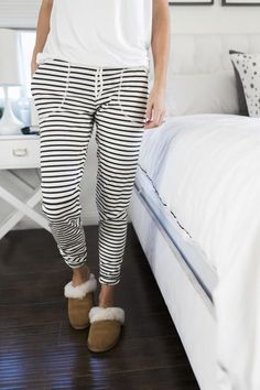 Get ready to snuggle up in some cozy and cute lounge pants that are perfect for winter days spent indoors with this free sewing tutorial. This Winter Chic Sweatpants Tutorial takes only 1 yard of fabric to create some comfy and stylish lounge pants t