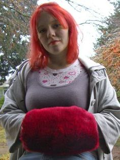 My Big Red Muff Tutorial for a Vintage style faux fur handwarmer - CLOTHING