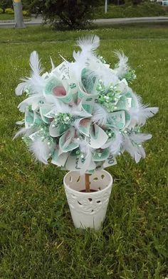 Fotka uživatele Lenka Vyskočilová. Hanukkah, Wreaths, Plants, Home Decor, Flowers, Cash Gifts, Wedding, Decoration Home, Door Wreaths