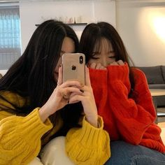 Wich girl do think thats me ? What is your favorite color Wich girl do think thats me ? What is your favorite color Mode Ulzzang, Ulzzang Korean Girl, Cute Korean Girl, Ulzzang Couple, Asian Girl, Lgbt, Korean Best Friends, Girl Friendship, Uzzlang Girl