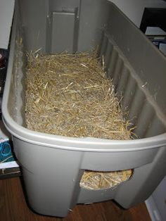 Step-by-step instructions on how to build an insulated winter cat shelter for outdoor or feral cats using plastic totes, Reflectix and straw Feral Cat House, Feral Cat Shelter, Cat House Diy, Feral Cats, Animal Shelter, Kitten Shelter, Animal Rescue, Outside Cat Shelter, Outdoor Cat Shelter