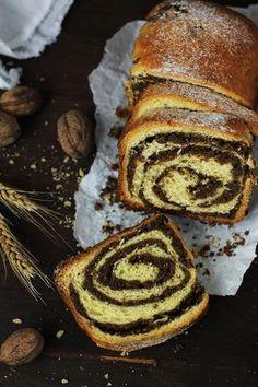 E printre cozonacii mei preferati, cu multa nuca, pufos si delicios. Romanian Food, Romanian Recipes, Loaf Cake, Beignets, Sweet Bread, Cookie Recipes, Biscotti, Pancakes, Deserts