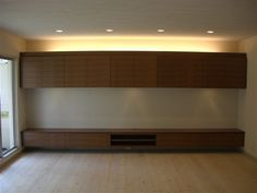 【照明・電気配線計画】お財布にやさしい建築化照明 Living Room Designs, Living Room Decor, Tv Unit, Ikea, House Design, Shelves, Tv Walls, Furniture, Interiors