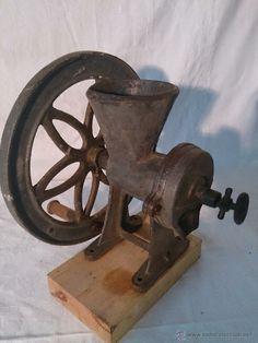 Antiguo molinillo para cereales. (Antigüedades - Técnicas - Rústicas - Agricultura - Varios)