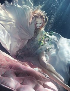 Post Title: Flowerona Links: With a wall of flowers, interviews & an underwater shoot Post URL: http://flowerona.com/2014/04/flowerona-links-with-a-wall-of-flowers-interviews-an-underwater-shoot/