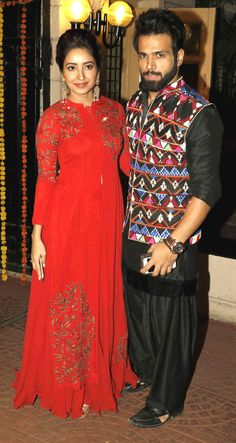 Rithvik Dhanjani and Asha Negi at Ekta Kapoor's bash. Bollywood Couples, Bollywood Stars, Bollywood Fashion, Bollywood Actress, Indian Attire, Indian Wear, A Line Kurti, Desi Wear, Girl Fashion