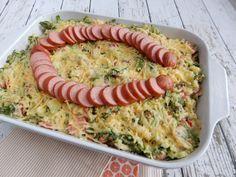 Deze ovenschotel andijvie stamppot met rookworst, kaas, ui en paprika is echt een aanrader. Heerlijk met zelfgemaakte romige puree.