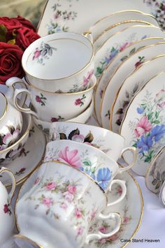 cake stand heaven: Pretty Vintage China Tea Sets and Three Tier Cake Stands