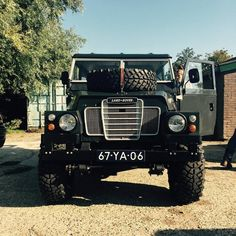 Land Rover by Ian Coenen, Defender, Red Wing, Lightweight, deus, custom, cafe style, grey, big wheels, vintage, lightweight, diesel, air portable, military, ian coenen, design, photo by Jacob Garvelink