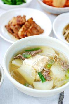 (Potato Soup) Gamjaguk (Korean Potato Soup) - simple, healthy, and satisfying!Gamjaguk (Korean Potato Soup) - simple, healthy, and satisfying! Comfort Foods, Korean Potatoes, Healthy Soup, Healthy Recipes, Fruit Recipes, Asia Food, Asian Recipes, Ethnic Recipes, Korean Soup Recipes