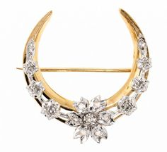 Half moon shaped brooch Gold and white gold and 8/8 and rose cut diamonds, 0,30 cts. 3 cm. 8,1 gr — Schmuck: Halskette, Collier, Brosche, Ring, Diamant, Gold, Modeschmuck