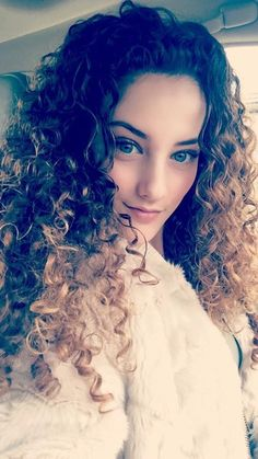 Always on fleek! Sofie Dossi, Cute Photography, Dancer Photography, Pretty Woman, Curls, Curly Hair Styles, Fashion Beauty, Hair Cuts, Hair Beauty