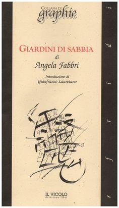 In giardini di Sabbia Angela Fabbri ha fatto suo l'insegnamento dei maestri di haiku. Il poeta si fa natura e ascolta le voci del mondo. Il libro si apre in cinque sezioni che sono unite le …