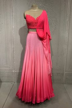 Party Wear Indian Dresses, Designer Party Wear Dresses, Party Wear Lehenga, Indian Gowns Dresses, Kurti Designs Party Wear, Dress Indian Style, Indian Fashion Dresses, Lehenga Designs, Indian Wedding Outfits