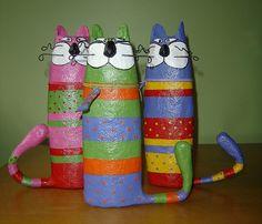 Katzen mit Plastikflaschenbäuchen?